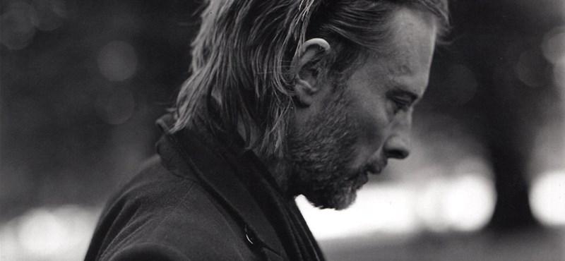 Fotósorozat: Thom Yorke a Hyde Parkban korzózik az új Undercover ruhákban