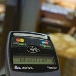 Semmi sem indokolja a tipikus kereskedői mimikát, mikor kis összeget fizetünk kártyával