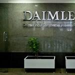 Több ezer munkahelyet szüntet meg a Daimler