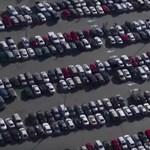 Használaton kívül autók ezrei állnak az amerikai stadionok parkolóiban