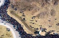 Ezrek torlódtak össze egymás-hegyen hátán a lengyel-ukrán határon