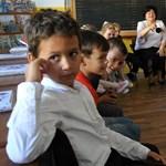 Minden reggel kötelező lesz a himnusz éneklése az iskolákban - döntött a román kormány