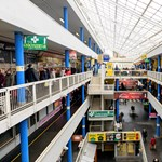 Drága és huzatos – bajban a Fény utcai piac
