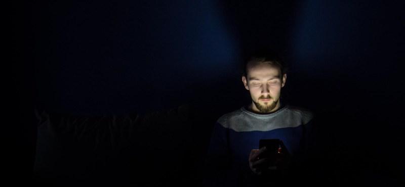 Tovább bírja a telefonom, ha éjszakára kikapcsolom?