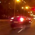Jobbról, piros lámpánál előzött be a győri autós – videó