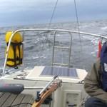 Hurrikánok után ismét tengeren a 15 éves vitorlázó