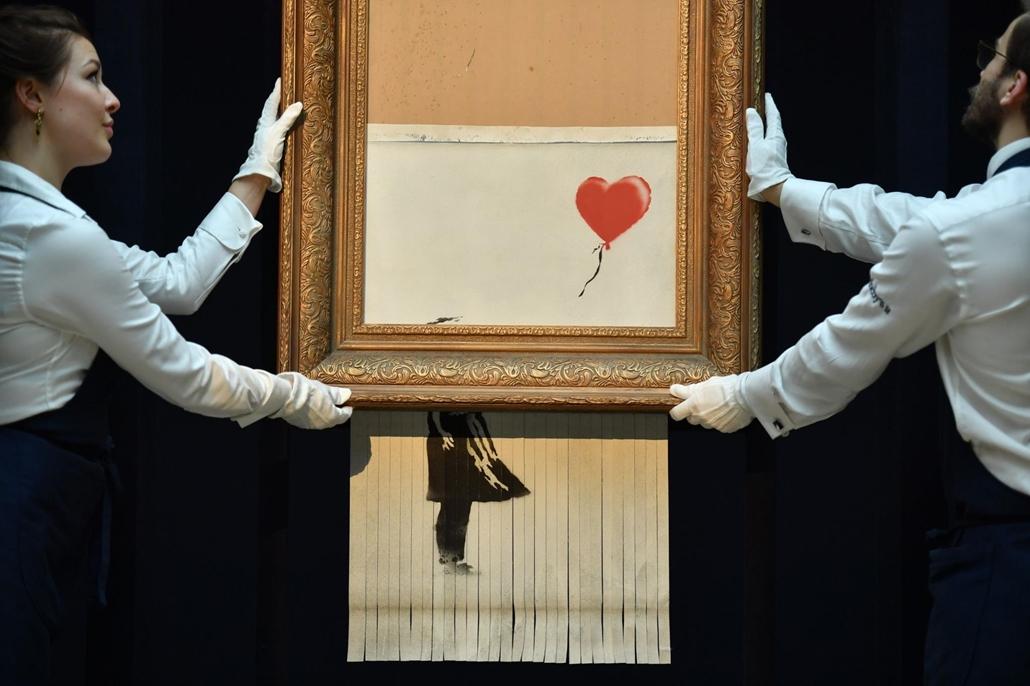 afp.18.11.11. Az iratmegsemmisitő Banksy kép október 11-én
