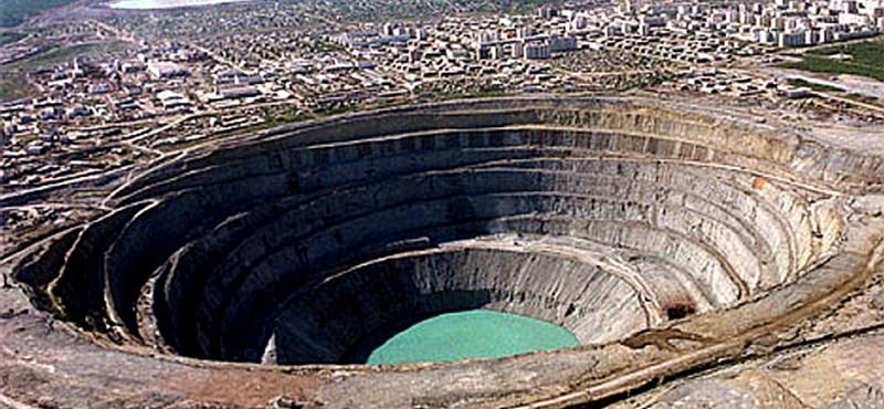 Leminősítés előtt az orosz adósbesorolás - nőtt a gyémántexport