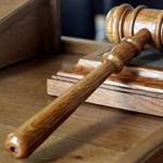 Amiért nyugdíjba kell küldeni a 62 éves bírákat