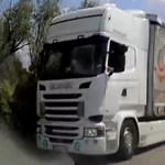 A nap videója: nem sokon múlt az életveszélyes frontális baleset Párkánynál