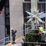 Fotó: gigantikus karácsonyi díszt emeltek a helyére New Yorkban