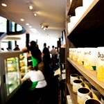 Ma nyitott a Starbucks a WestEndben