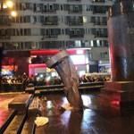 Fotók: ledöntötték a Lenin-szobrot Kijevben