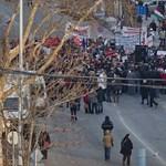 Az Alkotmány utcában tüntettek az Éhségmenet résztvevői