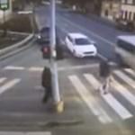 Drámai videón, ahogy kisbusz gázol a zebrán