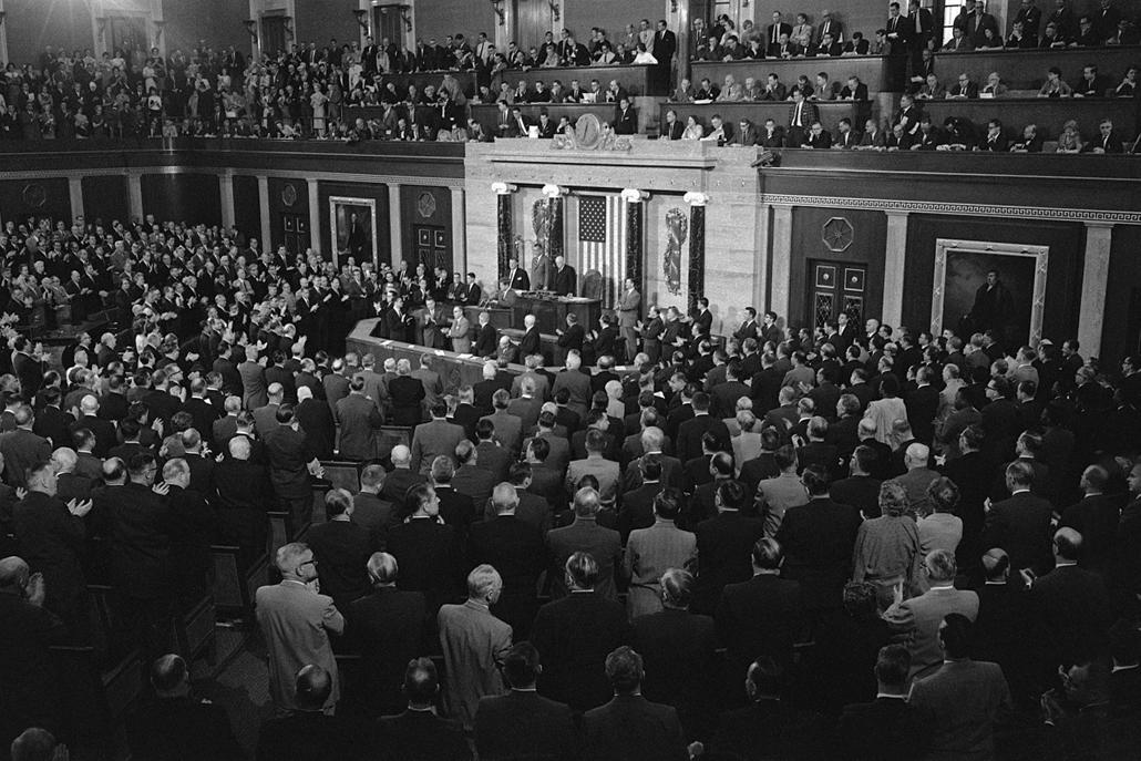 1961.05.26. - Washington, USA: beszéd a kongresszus előtt: 1970-ben lesz lóvé, hogy űrhajóst küldjenek az űrbe. - John F. Kennedy, John Fitzgerald Kennedy