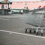 Több hipermarketet kiüríttetett egy bombafenyegető Pest megyében
