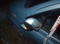 Kalapáccsal esett egy autónak egy féltékeny nő Dunakilitin