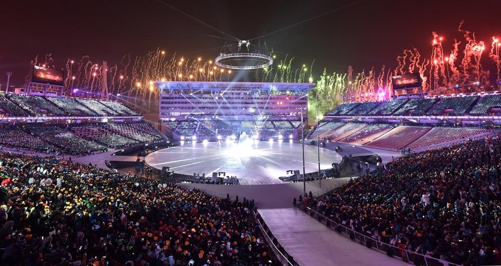 afp.18.02.09. - téli olimpia 2018 - megnyitó ünnepség tüzijáték Phjongcshang 2018