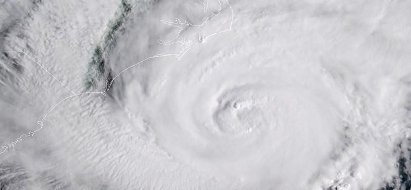 Már túl késő a meneküléshez - elérte Floridát az életveszélyes hurrikán