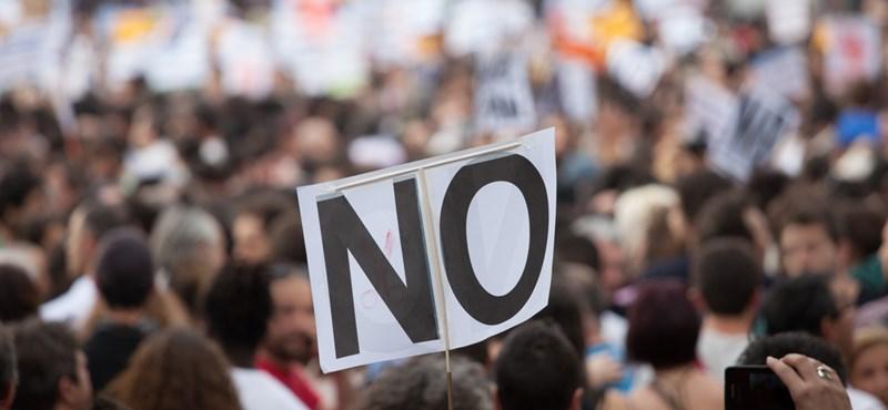 Több ezren tüntetnek vasárnap a CEU mellett: mutatjuk a részleteket