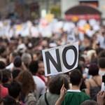 Tüntettek Keszthelyen az iskolaigazgatóért
