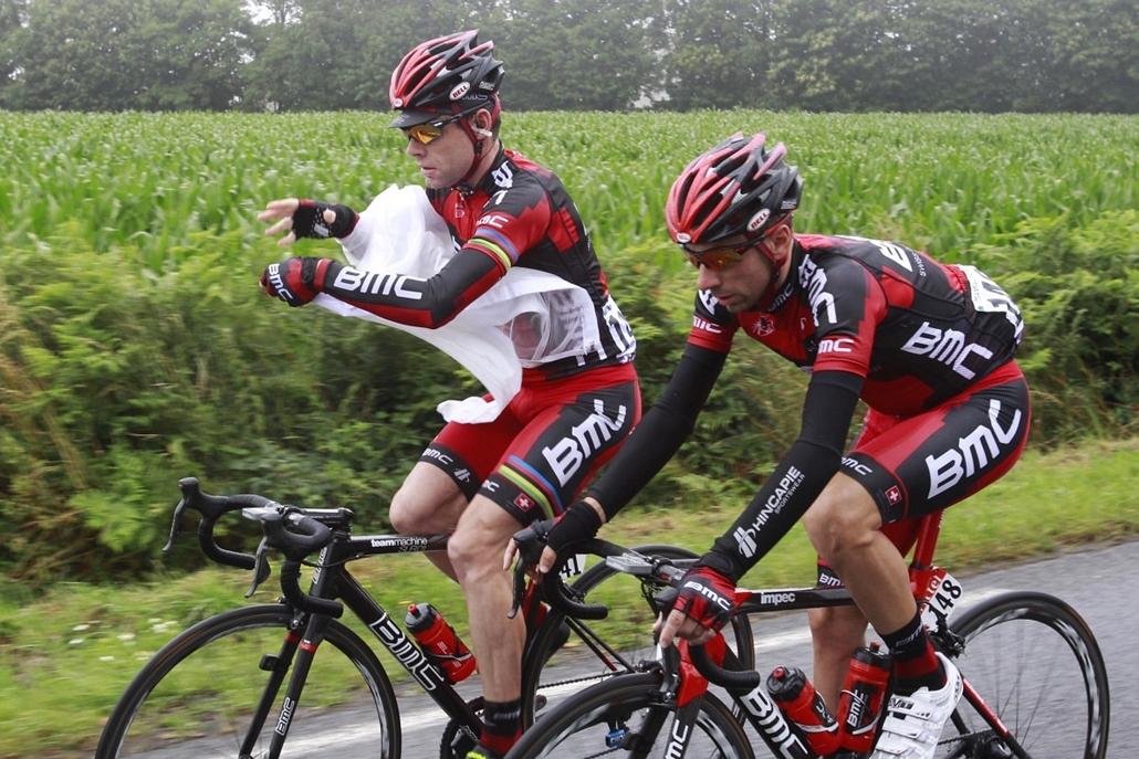 Tour de France 2011 - Nagyítás - Cadel Evans és csapattársa Ivan Santaromita