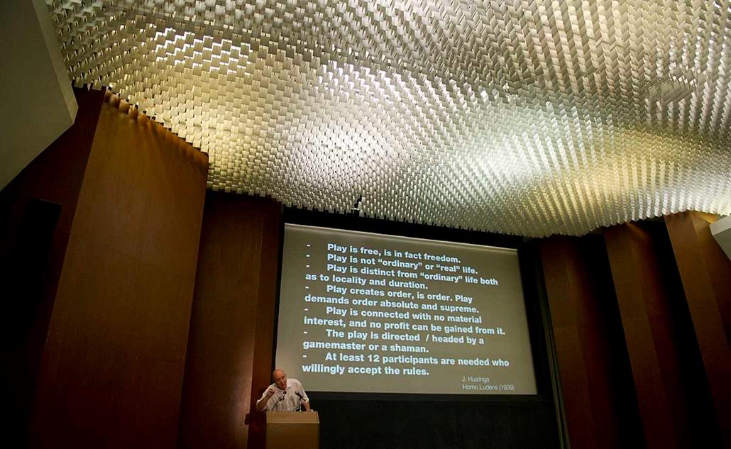 Krétakör kisérlet, előadás Prágában - Hadas Miklós szociológus professzor