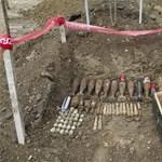 Fotók: kisebb világháborús lőszerarzenált rejtett a föld Ágfalván