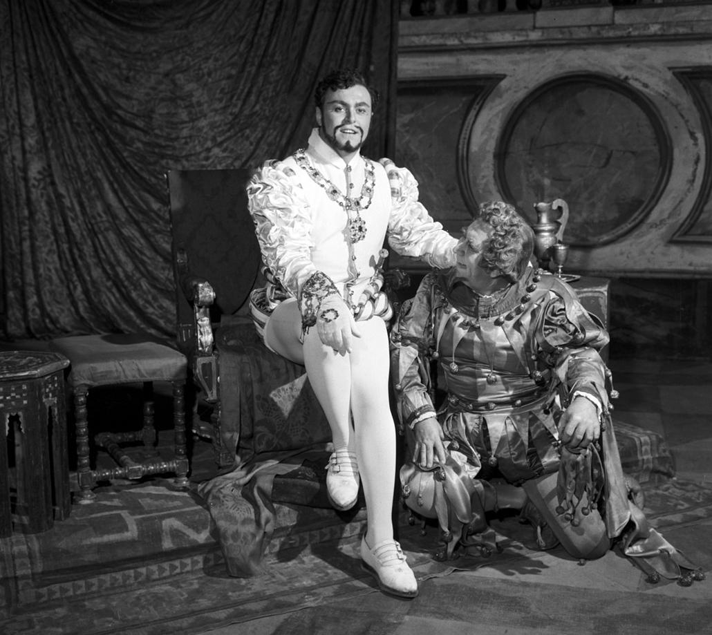 Erkel Színház - Nagyítás-fotógaléria, Luciano Pavarotti, Radnay György, 1963, Rigoletto