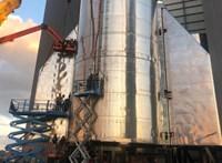 Fontos teszt jön: 15 km magasra küldi fel a SpaceX az űrhajót, amivel embereket vinne a Marsra