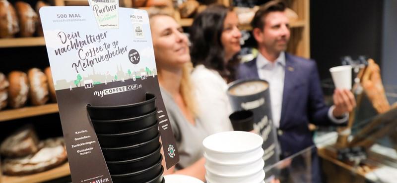 Harcot indított Bécs az eldobható kávéspoharak ellen, és remekül bevált a rendszer