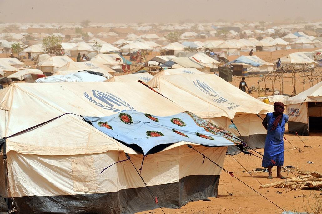 Malinagyítás afp, Mali, algéria, francia beavatkozás - 2012.05.03. MAURITÁNIA, Bassiknou, 60 km-re Malitól, Maliból menekülők