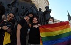 """""""Nem lehet minket eltakarítani innen, csak azért, mert valakinek nem tetszik"""" – videós összefoglaló a homofóbtörvény elleni tüntetésről"""