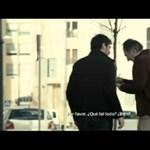 Videó: Casillas és Iniesta a rajongókat utánozta az utcán