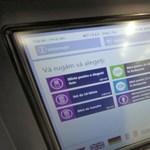 Ezekkel a módszerekkel fosztogatják a BKK jegykiadó automatáit