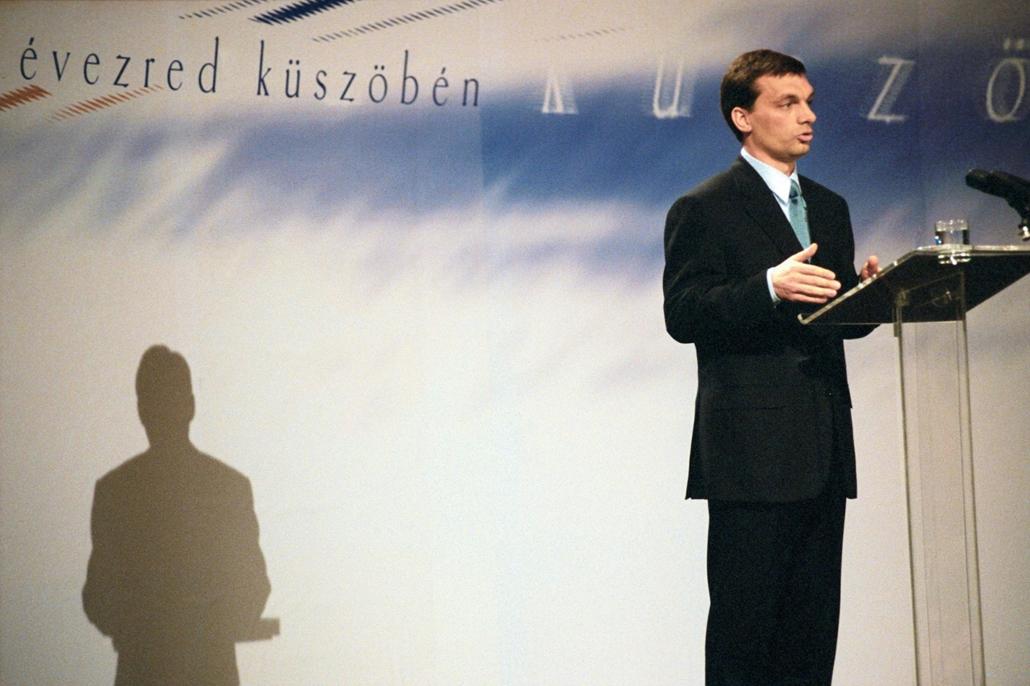 mti.19.02.04. Orbán Viktor miniszterelnök a politikai évad kezdetén, február 4-én országértékelő beszédét tartja a Vigadóban