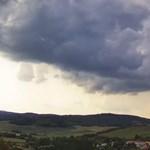Besárgult az egész ország, viharok jönnek