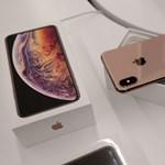 Itt a ChargeGate: hiába dugják be a kábelt, nem töltődnek az új iPhone-ok