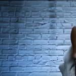 Videó: Így villant Palvin Barbi az Elemi ösztön ikonikus jelenetét újrajátszó reklámban