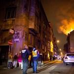 Fotók: leégett egy társasház teteje Józsefvárosban