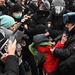 Máris több száz embert tartóztattak le a Navalnij mellett tartott tüntetéseken