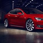 Továbbra is égeti a pénzt a Tesla, 20 ezer dollárt bukik minden autón