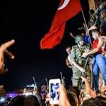 """Megtorlás a török puccs után: """"A nagytakarítás folytatódik"""""""