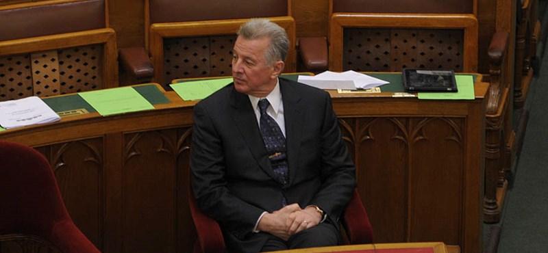 A Fideszben úgy látják, Schmitt helyzete tarthatatlan