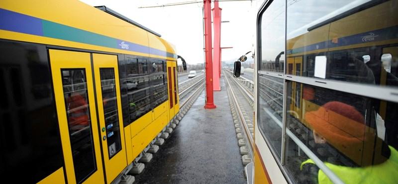 Sosem ment még át ilyen jármű a Rákóczi hídon – fotók