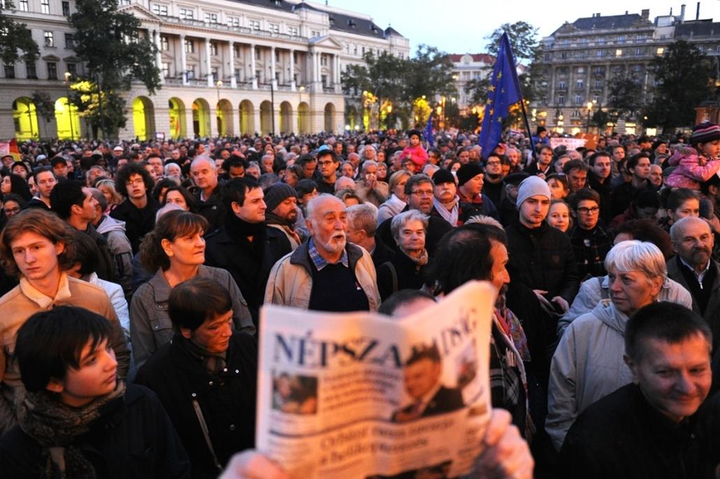 fm. 16.10.08. Tüntetés a sajtószabadságért a Kossuth téren. népszabadság, tüntetés,