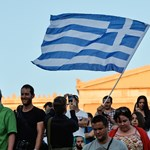 Levegőhöz juthat Görögország, megkapta az áthidaló kölcsönt