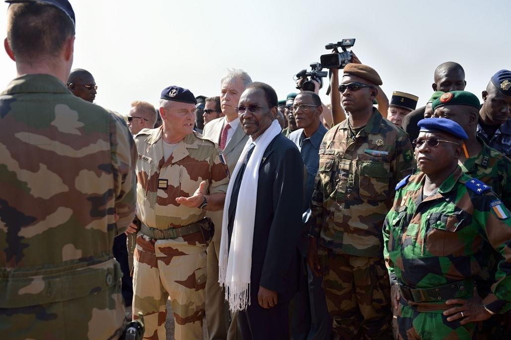 Malinagyítás afp, Mali, algéria, francia beavatkozás - Mali elnök Dioncounda Traore, francia katonák
