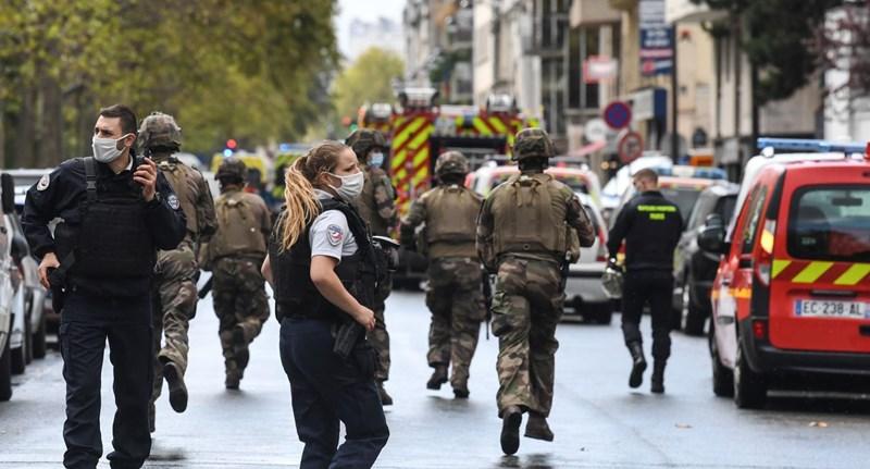 Késes támadás történt a Charlie Hebdo-irodánál